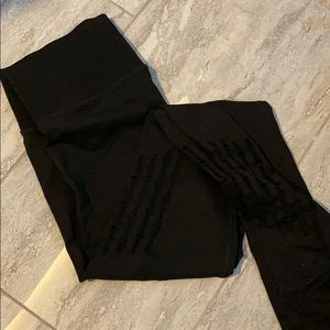 VS sport leggings with decorated patterns